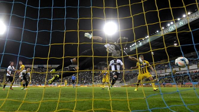 Atalanta's Marko Livaja of Croatia, left, scores past Parma's goalkeeper Antonio Mirante, during their Serie A soccer match at Parma's Tardini stadium, Italy, Wednesday, Sept. 25, 2013. Parma won 4-3