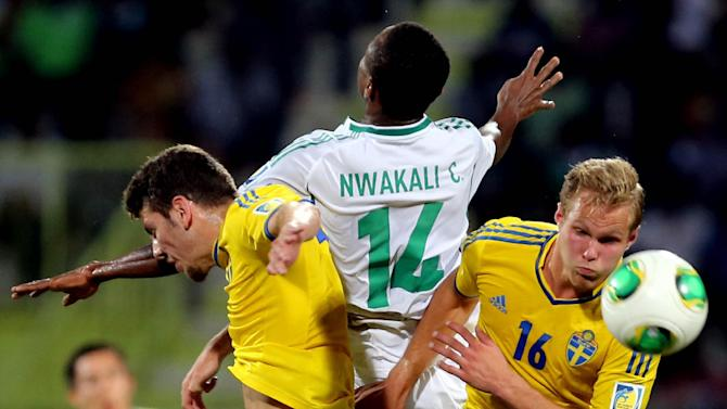 Chidiebere Nwakali of Nigeria is sandwiched by Sweden defenders during a semifinal soccer match of the World Cup U-17 at Rashid stadium in Dubai, United Arab Emirates, Tuesday, Nov. 5, 2013. (AP Photo)