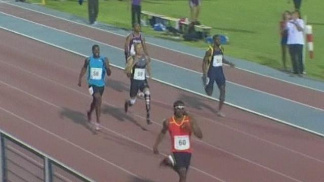 Pistorius looks sluggish in warm-up