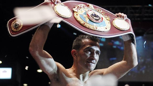 Boxing - Narvaez defends title again