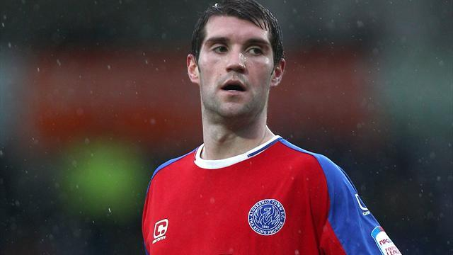 League Two - Torquay sign Harding and sell Howe