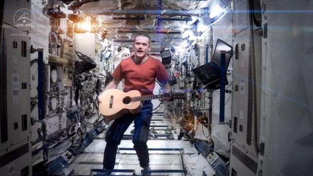 Astronaut Chris Hadfield Performs David Bowie's 'Space Oddity' From… Space