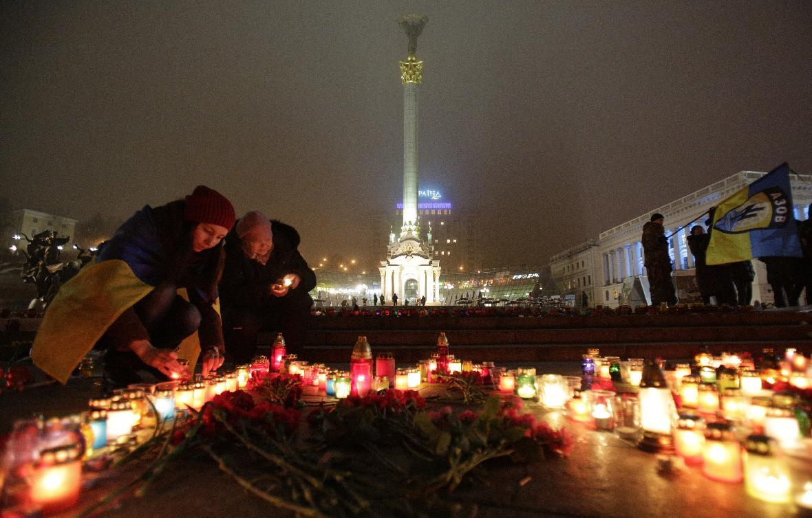 Pressure mounts on Russia as Ukraine rebels launch bloody offensive
