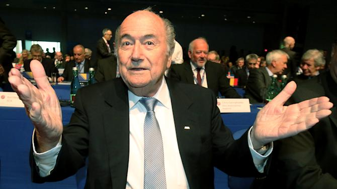 Blatter listens to campaign speeches from 3 rivals