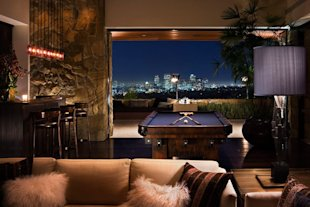 Jennifer Aniston Beverly Hills Home-view