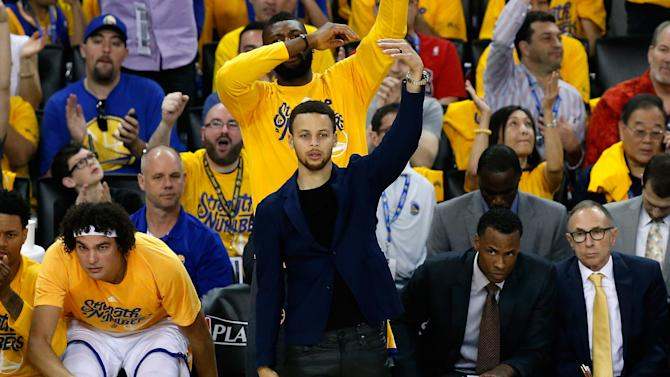 Basketball - Warriors roll on as injured Curry eyes return
