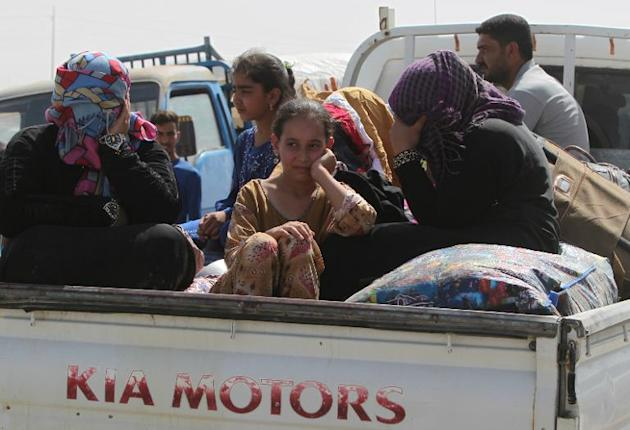 Ramadi residents who fled their homes as the Islamic State (IS) took over the city, travel to Baghdad on May 22, 2015