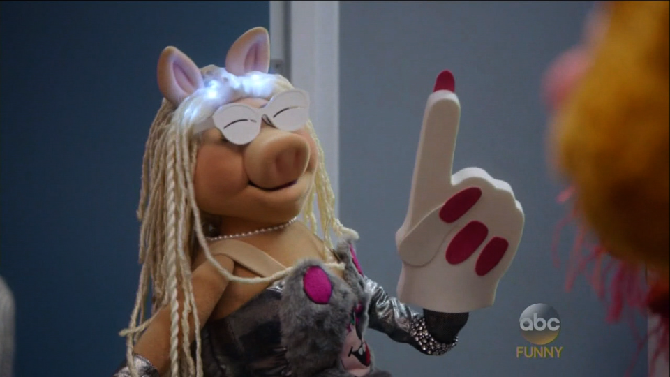 'The Muppets:' Watch Miss Piggy Flip Out Over Being Called 'Irrelevant'