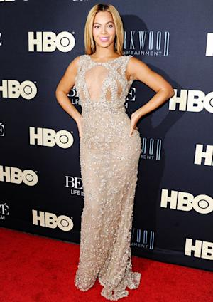 Beyonce Flashes Cleavage in Sexy Cut-Out Gown at Movie Premiere