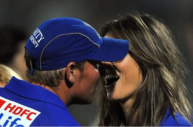 RESTRICTED TO EDITORIAL USE. MOBILE USE WITHIN NEWS PACKAGE Rajasthan Royals captain Shane Warne kisses his girlfriend Liz Hurley (R) after victory during the IPL Twenty20 match between Kochi Tuskers
