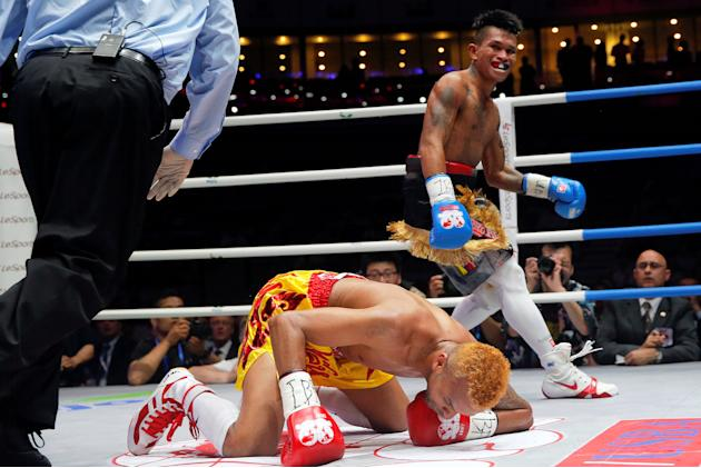Boxing - Amnat Ruenroeng of Thailand v John Riel Casimero of Philippines