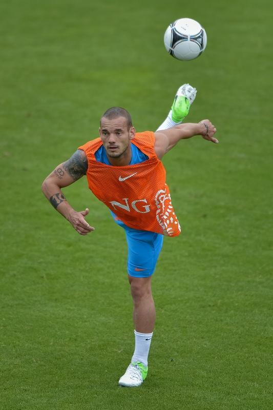 Dutch Midfielder Wesley Sneijder Tries AFP/Getty Images