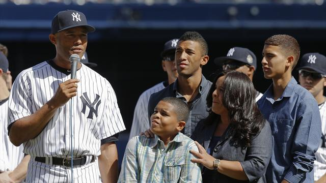 Baseball - Rivera overcome with emotion in Yankees farewell