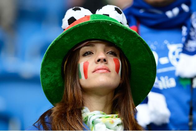 Aficionada italiana. Inglaterra vs. Francia. Getty Images