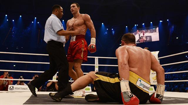 Boxing - Klitschko easily retains heavyweight titles against Pianeta
