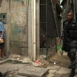 Police take over from military at Rio slum near airport