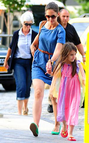 Katie Holmes Steps Out With Suri, Mom Kathy One Day After Divorce Settlement
