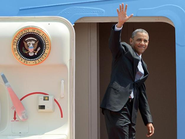 US President Barack Obama waves as he boards Air Force One at Haneda Airport in Tokyo on April 25, 2014, before departing for South Korea