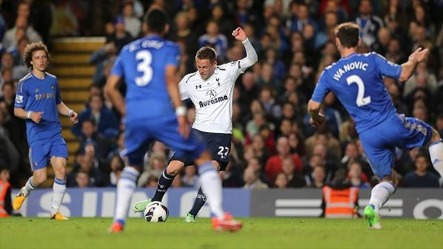Football - Sigurdsson salvages point for Spurs