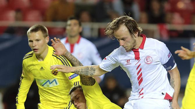 Sevilla's Rakitic kicks the ball past Maribor's Arghus and Milec during their Europa League soccer match in Seville
