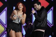 Rihanna-Drake Romance: Rapper Demands Rihanna to Cut All Ties With Chris Brown