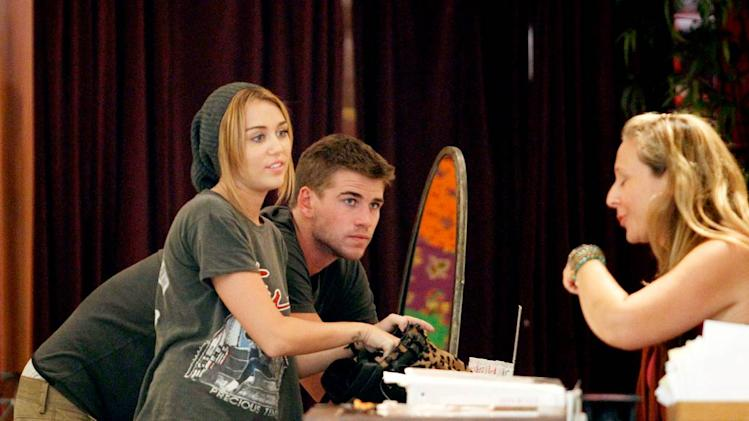 Hemsworth Cyrus Shopping