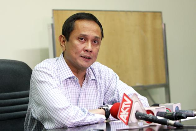 PBA Commissioner Chito Salud addresses the media while announcing his decision on the case of Petron import Renaldo Balkman. (PBA Images)