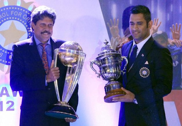 Dhoni and Kapil Dev exchanging the World Cup trophies