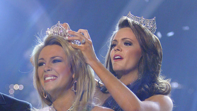 FILE - In this Jan. 27, 2007 file photo, Miss Oklahoma, Lauren Nelson, is crowned Miss America 2007 by Miss America 2006 Jennifer Berry at the Miss America pageant in Las Vegas. (AP Photo/Jae C. Hong, FILE)