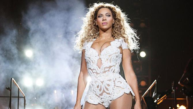 Beyonce Surprises Fans With New Album on iTunes