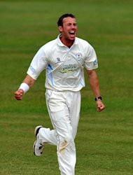 Tony Palladino's three wickets put Derbyshire on top against Hampshire