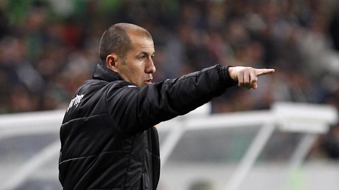 Sporting's coach Leonardo Jardim gives instructions during the Portuguese league soccer match between Sporting and Nacional at the Alvalade stadium in Lisbon, Saturday, Dec. 21, 2013. The match ended in a 0-0 draw