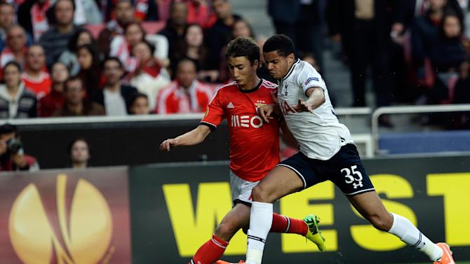 Benfica's Filip Djuricic, from Serbia, left,  fights for the ball with Tottenham Hotspur's Ezekiel Fryers during their Europa League round of 16, second leg, soccer match,  Thursday, March 20 2014, at Benfica's Luz stadium