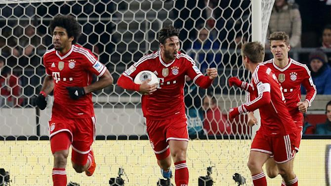 Bayern's Claudio Pizarro of Peru, center, reacts after scoring his side's equalizing goal during a German first soccer division Bundesliga match between VfB Stuttgart and FC Bayern Munich in Stuttgart, Germany, Wednesday, Jan. 29, 2014