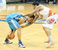 Marc Pingris keeps the ball away from JR Quinahan. (PBA Images)