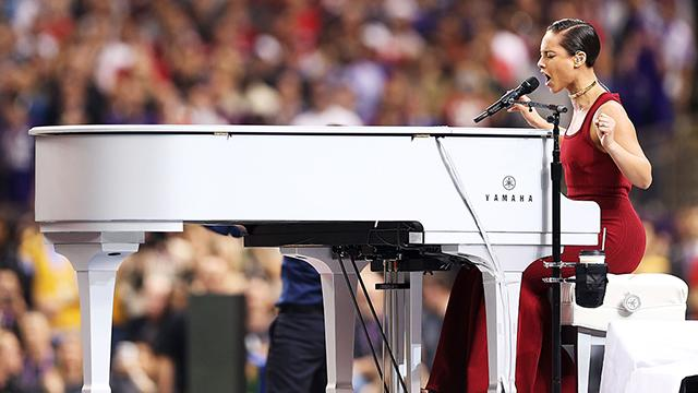 Alicia Keys sings national anthem at Super Bowl XLVII