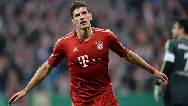 Bundesliga - Gomez hits six-minute treble as Bayern reach cup final