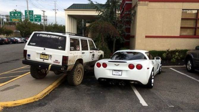 Jeep Owner Gets Last Laugh on Corvette Driver's Greedy Parking Job