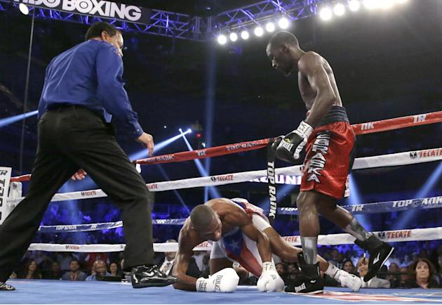 Crawford wins WBO junior welterweight title over Dulorme