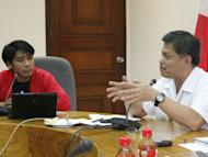 """Efren Peñaflorida (left), founder of Dynamic Teen Company, and Education Secretary Armin Luistro discuss ways to expand the former's """"kariton"""" classroom as a mobile education tool for street kids. Peñaflorida was awarded CNN Hero of the Year in 2009 for bring this mobile classroom project."""