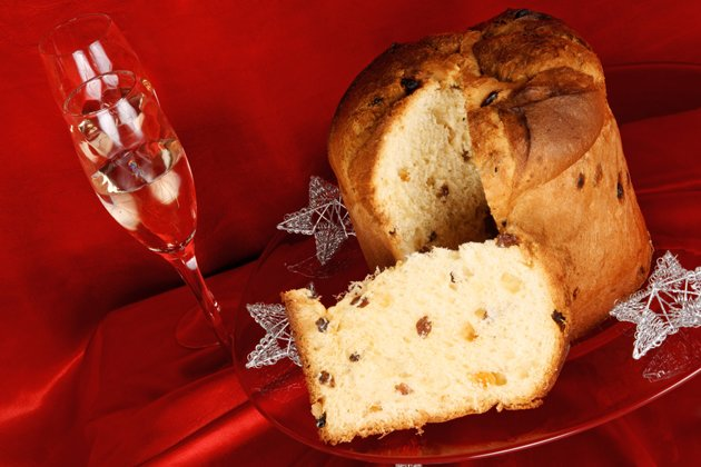 Italienische Weihnachts-Komposition mit Panettone (Bild: Thinkstock)