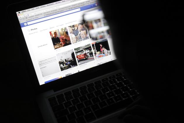 Vietnamese Internet activist Nguyen Lan Thang looks at a Facebook page at a cafe in Hanoi November 27, 2013. Vietnam will hand out fines of 100 million dong ($4,740) to anyone criticising the government on social media, under a new law announced this week, the latest measure in a widening crackdown on dissent by the country's communist rulers. REUTERS/Kham (VIETNAM - Tags: POLITICS SCIENCE TECHNOLOGY)