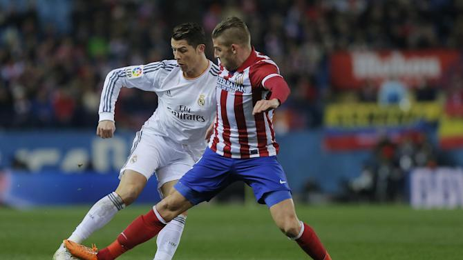 Real's Cristiano Ronaldo, left, in action with Atletico's Toby Alderweireld, right,  during a semi final, 2nd leg, Copa del Rey soccer match between Atletico de Madrid and Real Madrid at the Vicente Calderon stadium in Madrid, Spain, Tuesday, Feb. 11, 2014