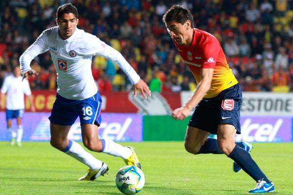 Action photo of Jair Pereira and Hector Mancilla during the game between Morelia vs Cruz Azul Clausura 2013/ Foto de acción de Jair Pereira y Hector Mancilla durante partido entre Morelia contra Cruz
