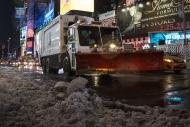 A snowplow makes its way through Times Square in New York February 14, 2014. A deadly and intensifying winter storm packing heavy snow, sleet and rain pelted a huge swath of the U.S. East Coast on Thursday, grounding flights and shuttering schools and government offices. REUTERS/Andrew Kelly (UNITED STATES - Tags: ENVIRONMENT)