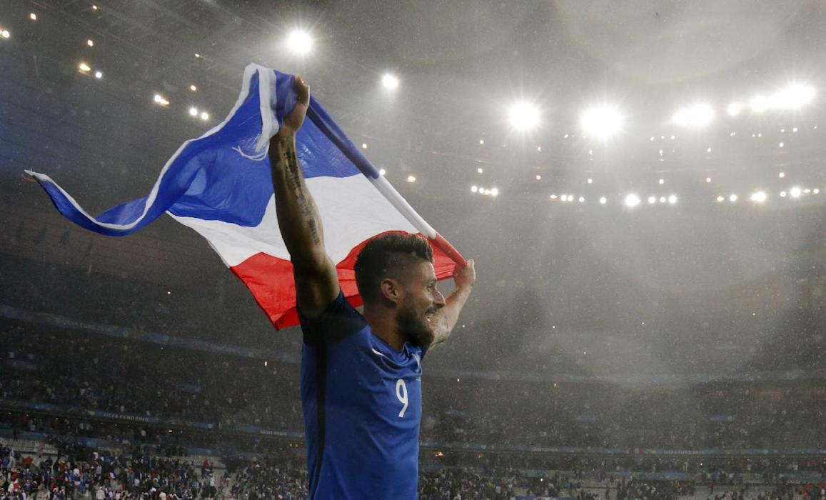 France's Olivier Giroud celebrates at the end of the game
