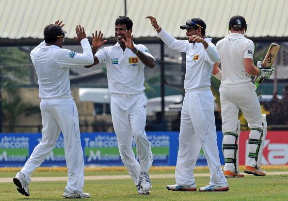 Sri Lanka's Nuwan Kulasekara (2nd L) celebrates with his teammates after he dismissed New Zealand's Martin Guptill (back R) during the first day of the second and final Test cricket match between Sri