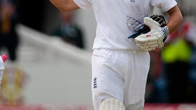 Cricket - Cook guides England to commanding lead