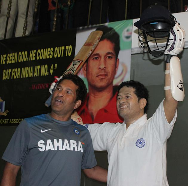 Indian cricketer Sachin Tendulkar with his life style wax statue at Eden Gardens in Kolkata on Nov.4, 2013. (Photo: IANS)