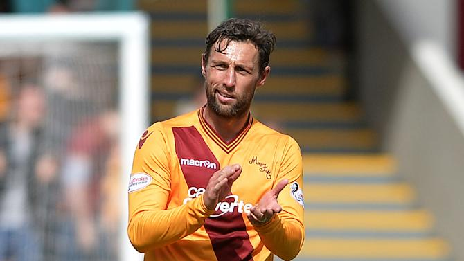 McDonald signs new Motherwell contract